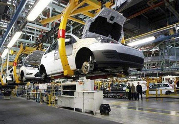 La exportación de vehículos en diciembre de 2013 ascendieron a 161 mil 208 unidades contra las 154 mil 724 de 2012, que implicó un avance de 4.2 por ciento. (Archivo SIPSE)