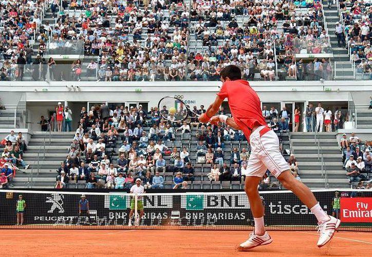 El sembrado número 1 del Masters 1000 de Roma, el serbio Novak Djokovic, avanzó sin problemas a la segunda ronda del torneo. (AP)