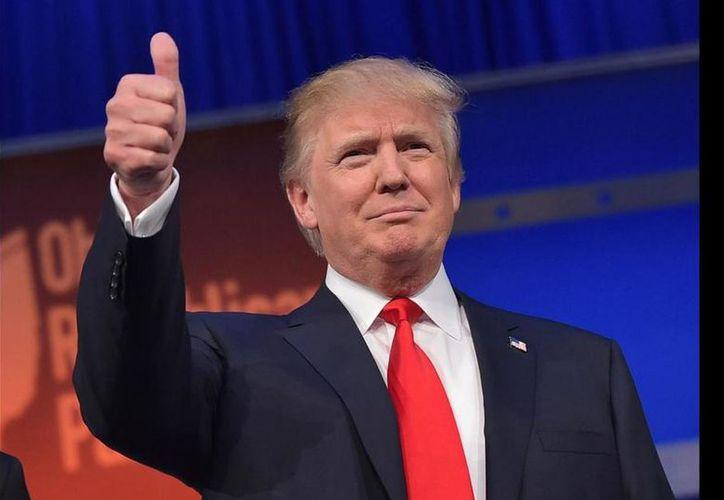 El presidente Trump felicita a militares. (Foto: slate.com)