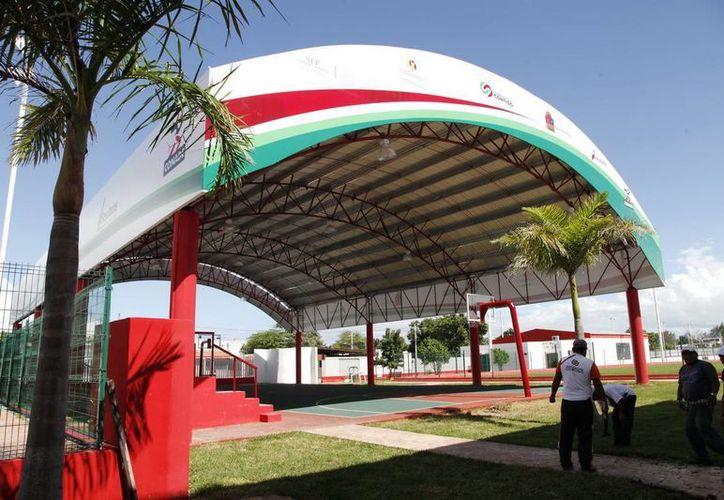 La construcción de los Domos Deportivos están distribuidos en varías partes del estado. (Redacción/SIPSE)
