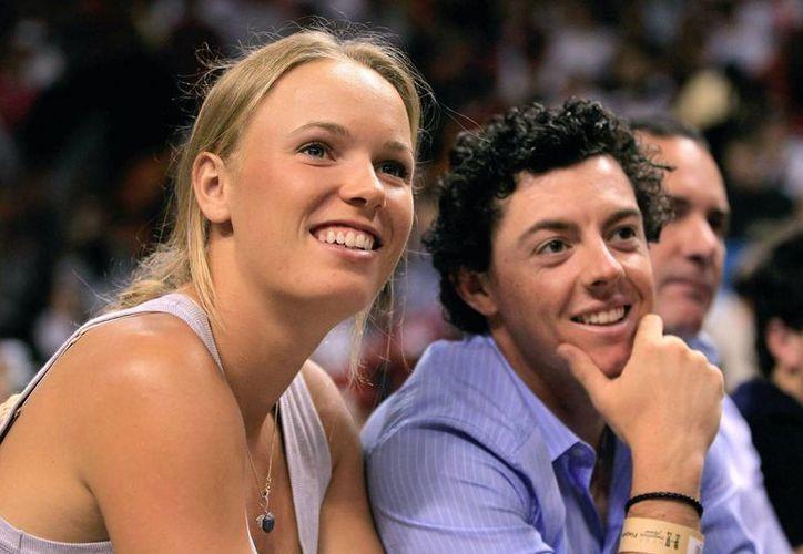 Wozniacki con el golfista Rory McIlroy, quien renunció a casarse con ella. (standard.co.uk)