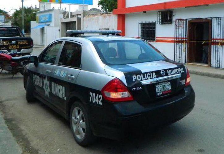 La policía llegó minutos después de que recibieron la denuncia del robo que se registró en la financiera ubicada en Tekax, en el sur del Estado. (Milenio Novedades)