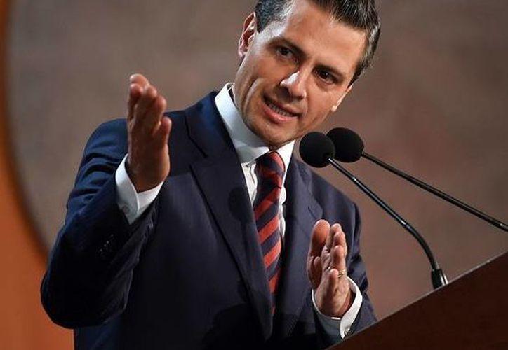 El presidente Enrique Peña Nieto celebró la aprobación de reformas en materia de telecomunicaciones, tras maratónica jornada en el Senado. (Notimex/Archivo)