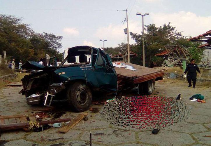 El accidente se suscitó en el municipio de Chicoasén, Chiapas. (Imágenes tomada de elporticodelmezcalapa.com)