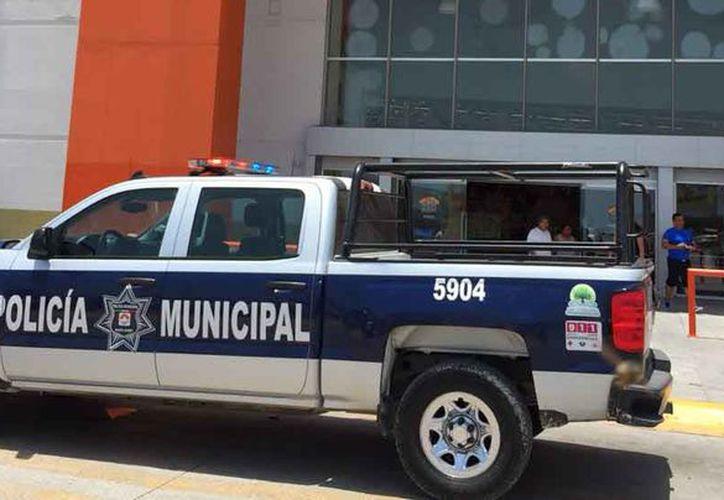 Las autoridades policíacas atendieron el reporte del atraco. (Redacción/SIPSE)