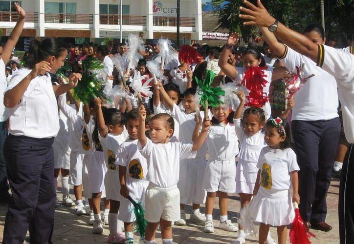 Poco más de nueve mil alumnos desde el nivel preescolar hasta el superior, terminan mañana un ciclo más y salen de vacaciones. (Rossy López/SIPSE)