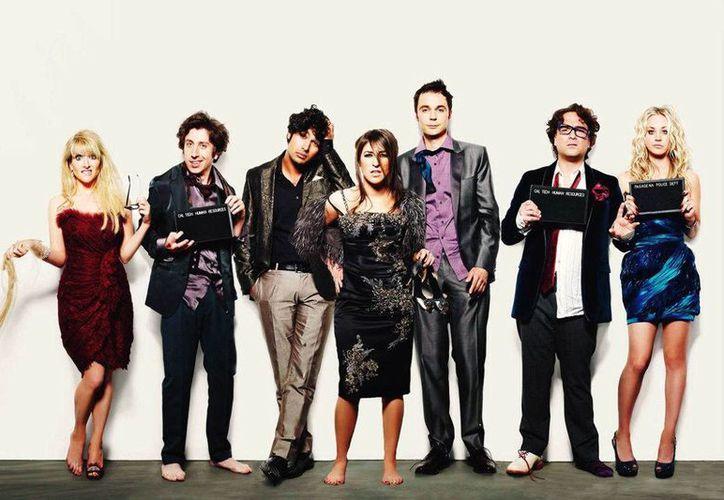 """Melissa Rauch y Mayim Chaya Bialik, quienes interpretan a """"Bernadette"""" y """"Amy"""" en  """"The Big Bang Theory"""", y quienes ganaban unos 200 mil dólares por episodio, recibirán ahora medio millón de dólares gracias a la generosidad de los protagonistas de la serie. (aplauss.com)"""