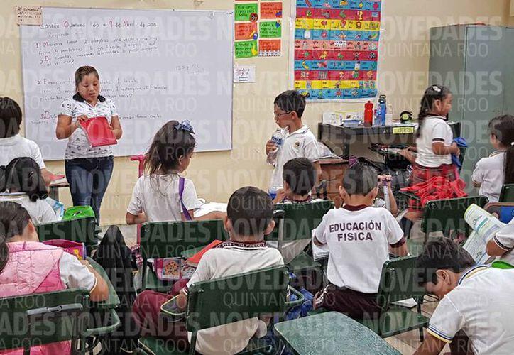 Las escuelas de preescolar, primaria y secundaria no tendrán clases el lunes y martes. (Jesús Tijerina/SIPSE)