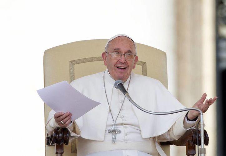 """""""¿Por qué se supone que las mujeres deben ganar menos que los varones?"""", aseguró el Papa Francisco durante su audiencia semanal en El Vaticano este miércoles. (Foto AP/Alessandra Tarantino)"""