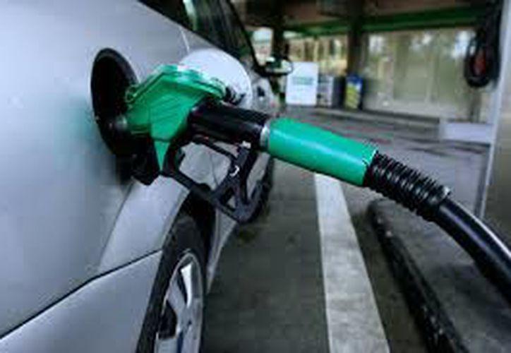 Con la eliminación de los estímulos fiscales, Hacienda deja de absorber el impuesto y los consumidores de gasolina pagan la tasa completa del IEPS. (Wikipedia)