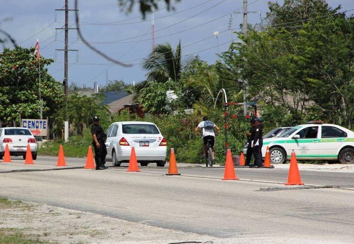 En la carretera estatal Tulum-Cobá se observó un notorio incremento en el tráfico vehicular. (Rossy López/SIPSE)