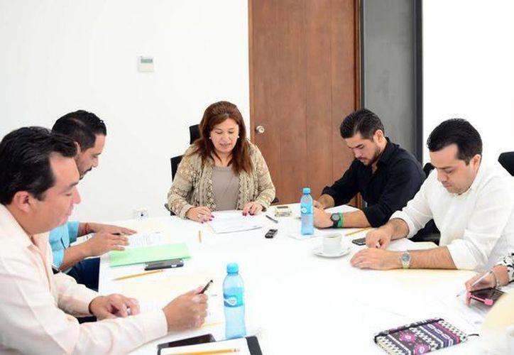 Fotografía de los diputados que conforman la Comisión de Puntos Constitucionales del Congreso, que ayer analizó las iniciativas. (Milenio Novedades)