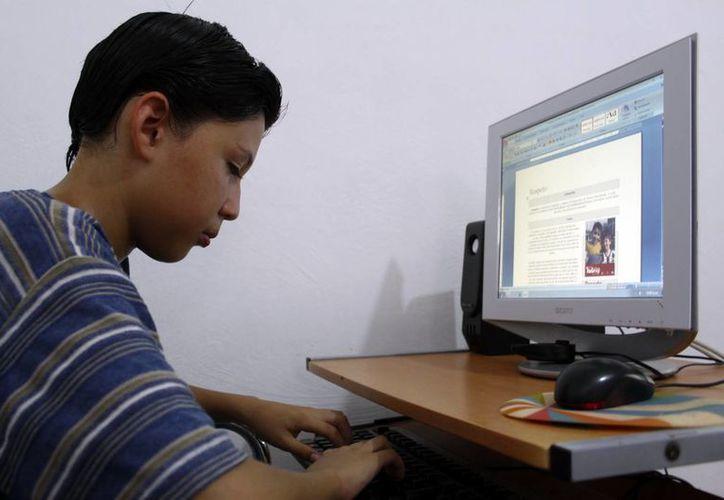 Estudiantes podrán comprar una computadora a través del Ibecey. (Milenio Novedades)