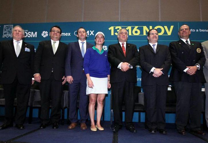Lorena Ochoa (c) subrayó que uno de los objetivos del torneo que lleva su nombre es fomentar el golf. (Notimex)
