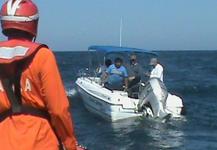 Imagen del rescate de los balseros cubanos en alta mar. (Milenio Novedades)