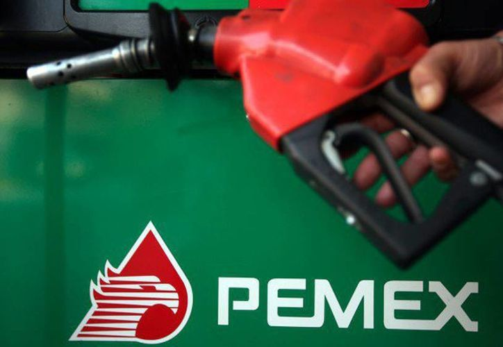 Pemex está en búsqueda de socios que le ayuden a abordar la crisis financiera que enfrenta. (Archivo/Reuters)