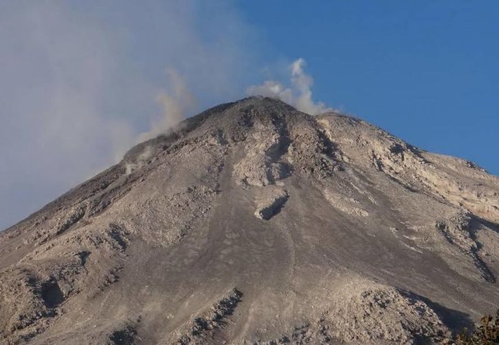 Quienes pensaban visitar y conocer el Nevado de Colima deberán quedarse con las ganas, ya que por medida preventiva por ahora está prohibido el paso. (Foto de archivo de Notimex)