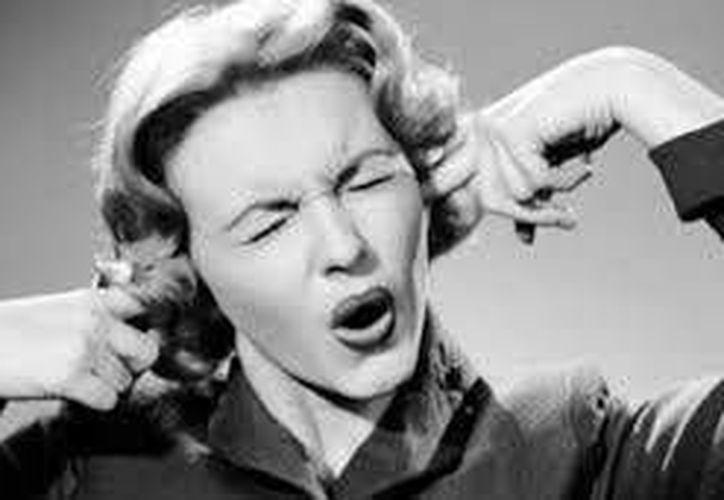 Si ya te cansaste de escuchar la misma canción una y otra vez dentro de tu cerebro, masticar chicle, puede ser de gran ayuda. (Contexto/Internet)