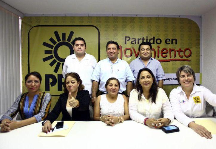 Imagen del equipo estatal del PRD, quien por cierto, realizará un filtro de sus aspirantes a diputados y presidencia municipal de Mérida. (Milenio Novedades)