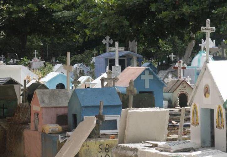 El Opabiem, encargado de los cementerios municipales, invita a su concurso de altares de muertos. (Archivo/SIPSE)