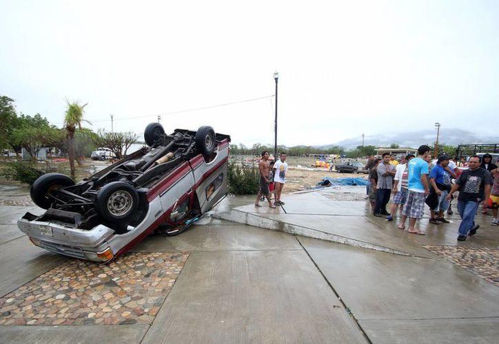 Las comunidades pesqueras de la costa de Chiapas sufrieron afectaciones en casas, comercios y vehículos, por el paso de Bárbara. (Notimex)
