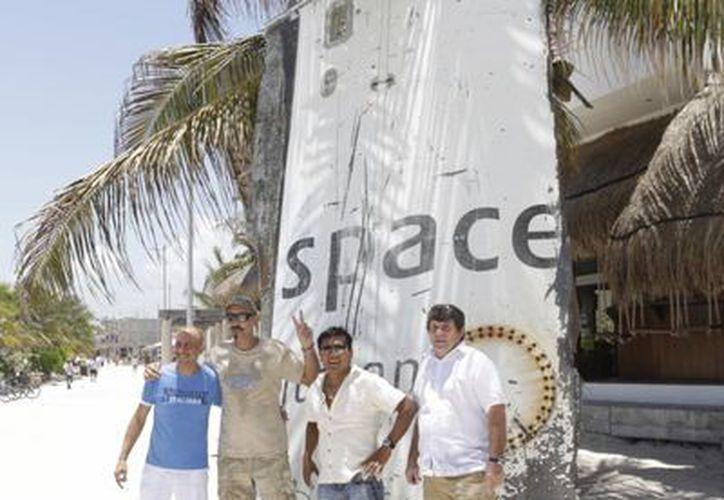 El recale de la gran lámina, que perteneció a un cohete espacial, a las costas de Mahahual, se dio a principios de año. (Harold Alcocer/SIPSE)