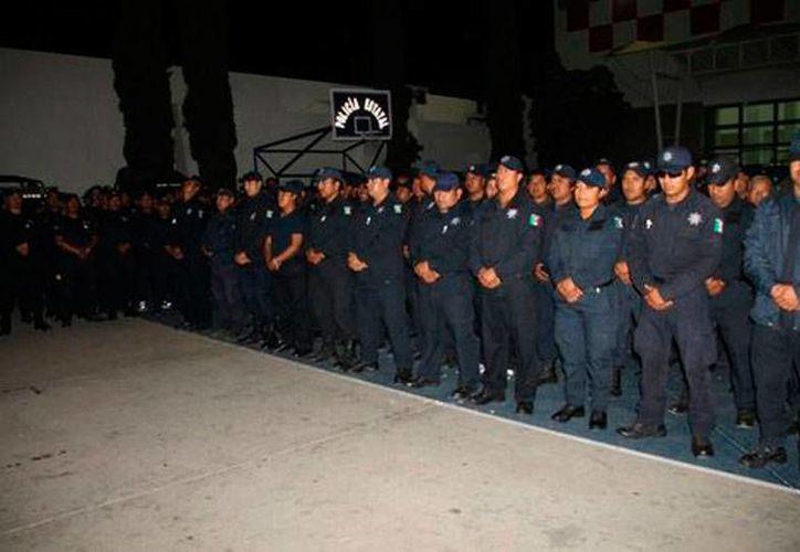 Policías que estaban amotinados en un cuartel de Oaxaca decidieron entregar las instalaciones y dejar a un lado su protesta. (Milenio Digital)