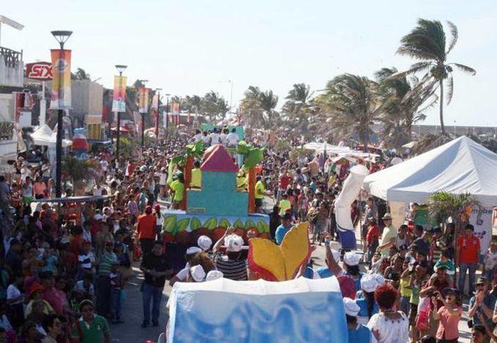 Fotografía del Carnaval de Progreso. Se anunció que este año se ampliará el derrotero del desfile carnestolendo. (Milenio Novedades)