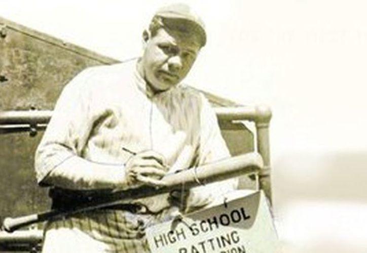 La oferta inicial por el bate autografiado de Babe Ruth es de 3 millones de dólares. (Cortesía)
