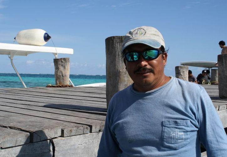 Carlos Herrera Acosta, de la Sociedad Cooperativa de Servicios Turísticos de Puerto Morelos, inició a vender tours de snorkel en 1997. (Yenny Gaona/SIPSE)