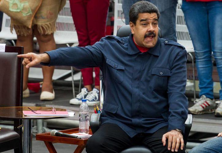 El presidente Nicolás Maduro participa en una manifestación en apoyo al Gobierno hoy, jueves 14 de abril de 2016, en la ciudad de Caracas,Venezuela. (EFE)