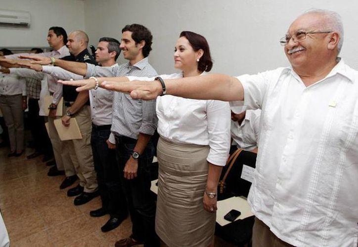 El evento tuvo lugar en el Salón de Cabildo con la asistencia de los regidores. (Cortesía/SIPSE)