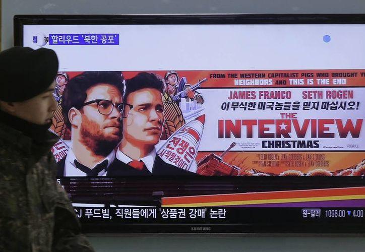 El polémico filme 'The Interview' fue estrenado en varias salas independientes, aunque fue destrozado por la crítica especializada. (AP)
