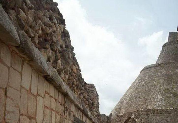 Hace varias décadas abundaban saqueadores en las ruinas arqueológicas de Yucatán. (Jorge Moreno/SIPSE)