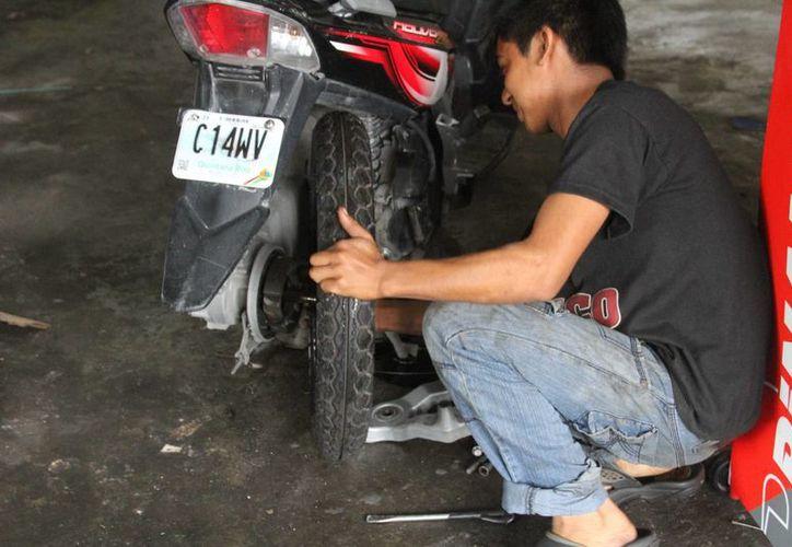 El ICAT pretende abrir un curso de reparación de motocicletas. (Octavio Martínez/SIPSE)