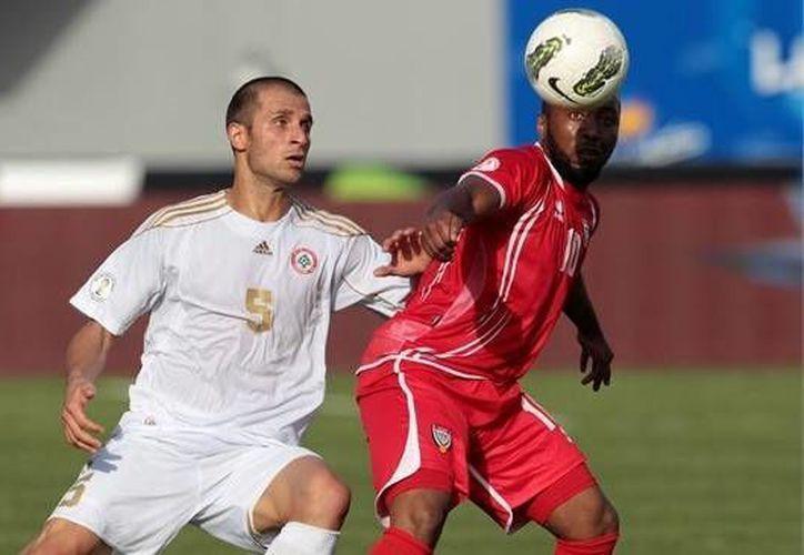 Ramez Dayoub (izq.) es uno de los futbolistas suspendidos. (Agencias)
