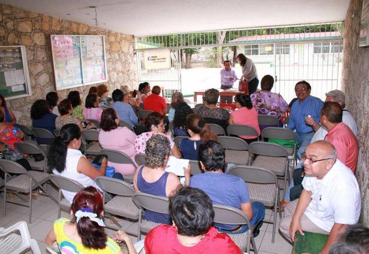 Imagen de la elección de los 112 delegados que representarán a maestros de la Sección  57 del Sindicato Nacional de Trabajadores de la Educación (SNTE). (Jorge Acosta/Milenio Novedades)