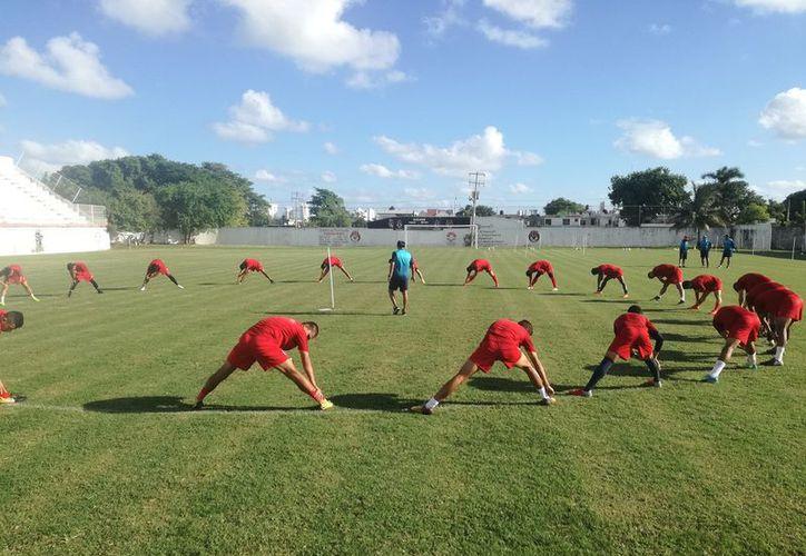 El entrenador señaló que se busca una nueva actitud y una mejor en el equipo. (Raúl Caballero/SIPSE)
