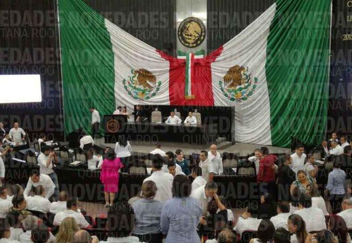 Se realizó la sesión solemne en el Congreso Local por el aniversario del Estado. (Joel Zamora/SIPSE)
