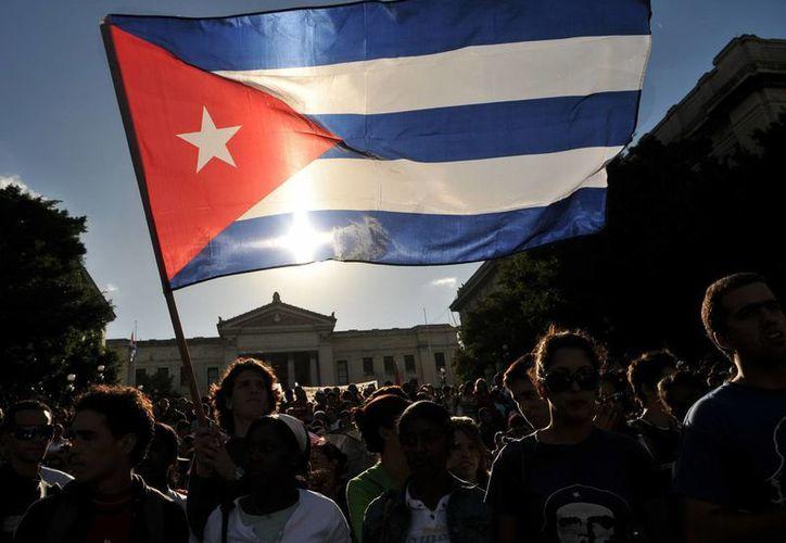 Cubanos que solicitaron visas recientemente en los consulados en la isla aseguraron que había un incremento de los requisitos exigidos y una mayor negativa. (Archivo/EFE)