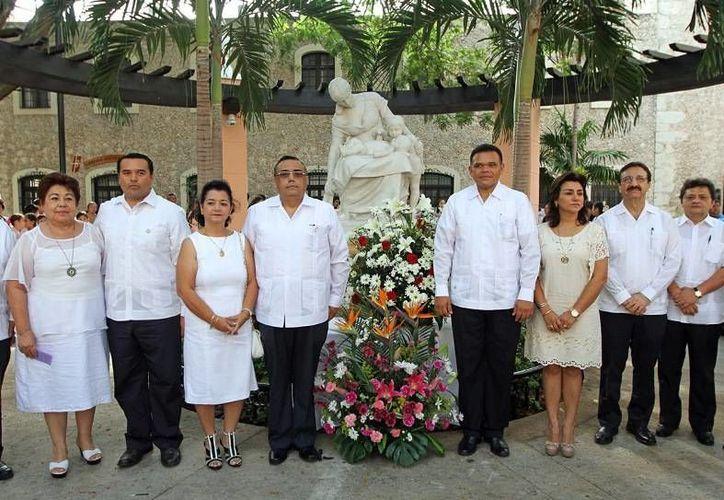 El gobernador Rolando Zapata encabezó la conmemoración con motivo del Día de las Madres en el parque del mismo nombre y convivió con las trabajadoras de la Segey en el convivio que se les organizó. (Cortesía)