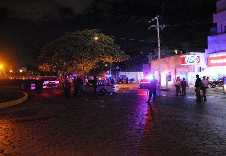 El taxi fue detenido en la avenida Labná, frente a la Supermanzana 20. (Eric Galaindo/SIPSE)