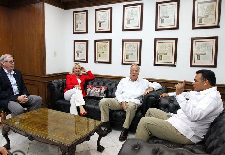 El Gobernador del Estado dialogó con el embajador de Alemania y su esposa. (Milenio Novedades)