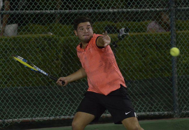 El tenista chiapaneco, José Rodríguez, derrotó al saltillense Cristian Martínez. (Foto: Vanguardia MX)