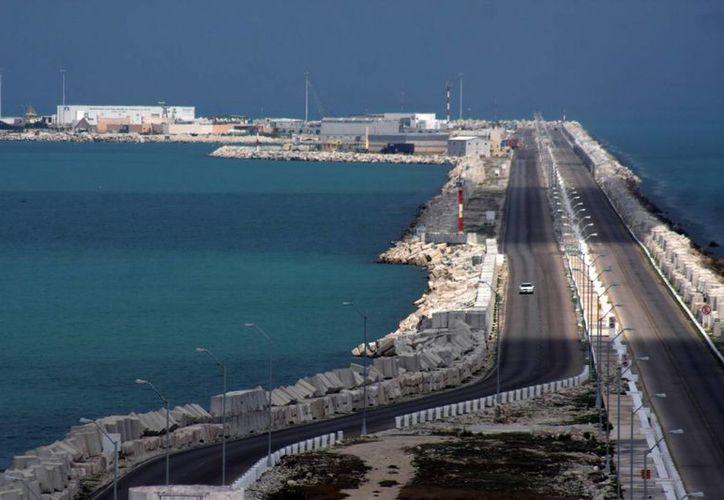 La terminal remota maneja 12 millones de toneladas de mercancia y planean un crecimiento de más de 100 hectáreas. (Milenio Novedades)