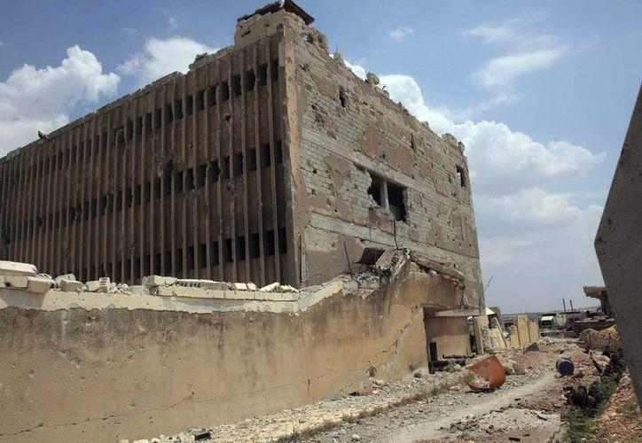 Fotografía de archivo de SANA, que muestra los daños en la fachada del edificio de la prisión de Alepo en la provincia en Alepo, Siria. (EFE)
