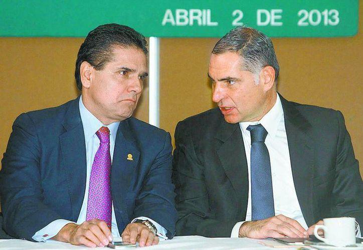 Silvano Aureoles acompañó al mandatario oaxaqueño durante su presentación. (Milenio)