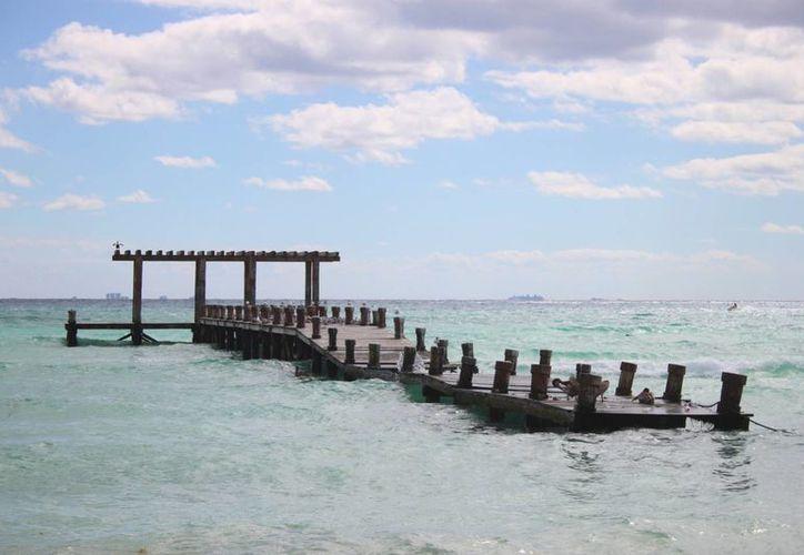 Piden a los turistas no utilizar el Muelle Rústico, porque su estructura es inestable. (Daniel Pacheco/SIPSE)