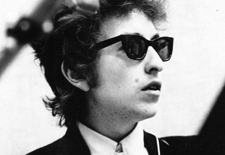 El legendario Bob Dylan, cuyo borrador de la canción 'A Hard Rain's A-Gonna Fall' se subastará próximanente. (richiestcelebrities.com)