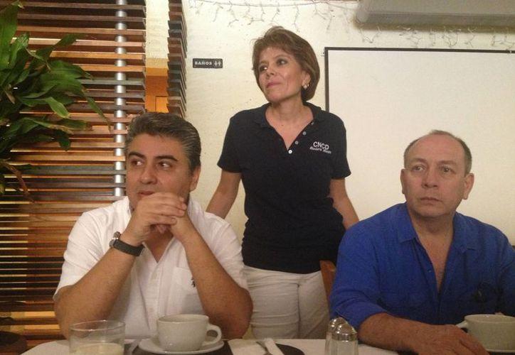 Rubén González, Angélica Escudero y Ricardo Pérez, en conferencia de prensa. (Adrián Barreto/SIPSE)
